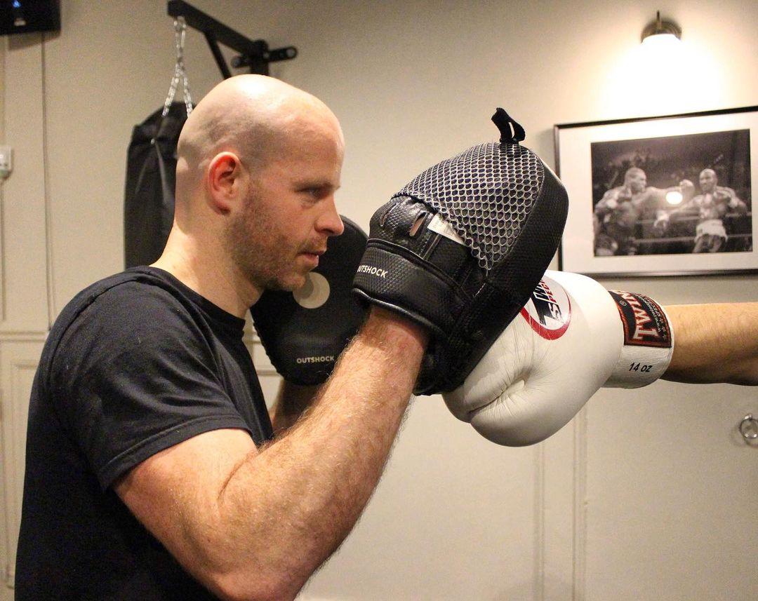 cours de boxe dans salle de coaching